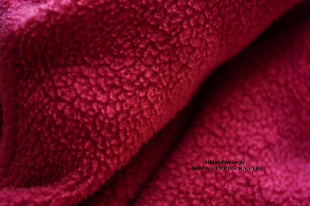 c7ddf45afc4 Για ρούχα χειμωνιάτικα κατασκευάζεται σε πυκνή, χνουδωτή και ζεστή ποιότητα  ενώ για ρούχα καλοκαιρινά σε ποιότητα πιο ανάλαφρη.